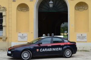 Auto dei Carabinieri di fronte alla sede dei Carabinieri a Parma